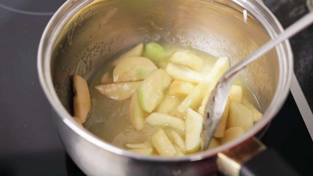 Тартин (французский бутерброд с сыром бри и яблоками) — пошаговый рецепт, шаг 2