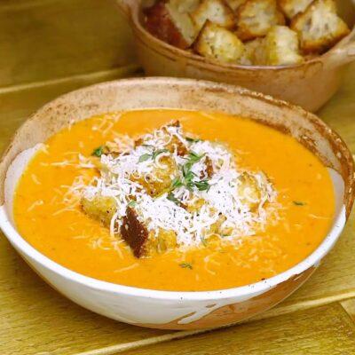 Томатный суп с гренками - основное фото